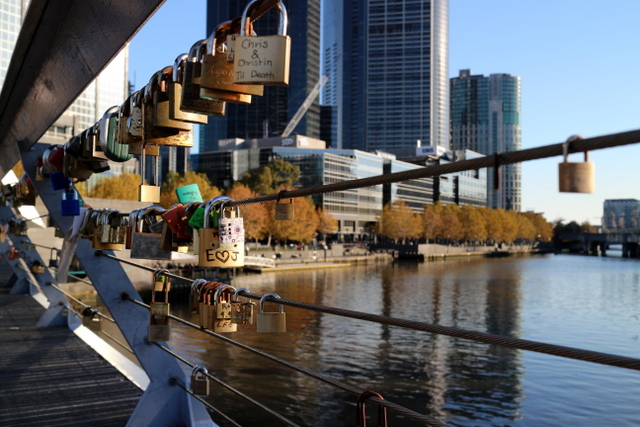 melbourne love lock bridge